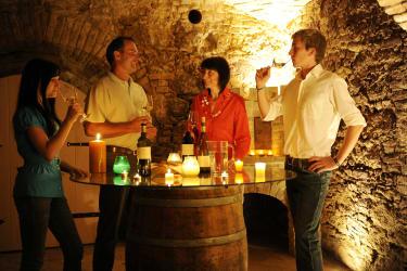 Weinverkostung im Gewölbekeller