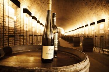 Alter Winzerkeller - Weinkeller mit Flasche