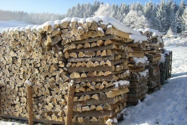 Holz für wohlige Waerme ist vorhanden