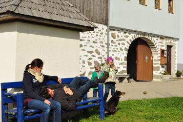 Während die Eltern entspannen, können die Kinder in Ruhe spielen!