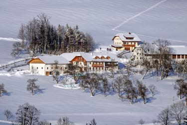 Ferienhof Peter in der Edt im Winter aus der Ferne