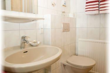 Dusche und Wc vom Doppelzimmer Margarite
