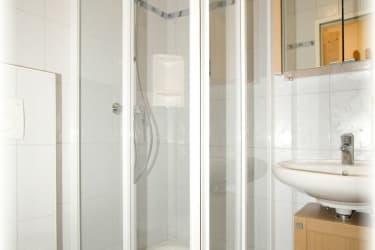 Duschen und Wc vom Zimmer Almrausch