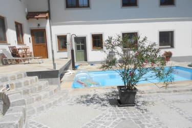 Pool im Innenhof