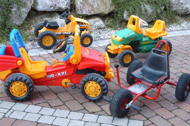 Spielfahrzeuge