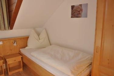 Schlafzimmer mit 2 Einzelbetten - Ferienwohnung Bosruck