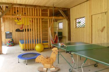 Überdachter Spielplatz in der Scheune