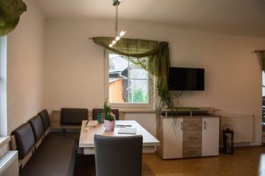 gemütliche Wohnküche mit viel Sonne