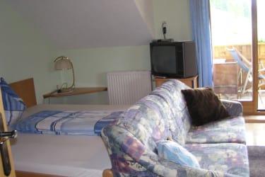 Doppelbett mit Couch