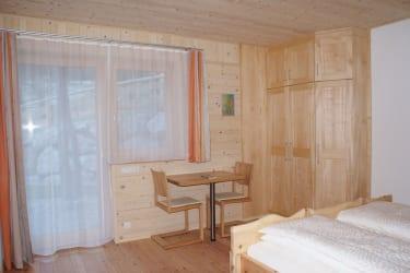Zirben-Schlafzimmer mit Terrasse UG