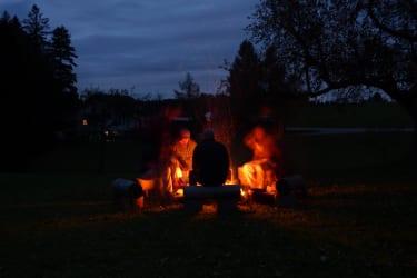 Grillplatz bei Nacht