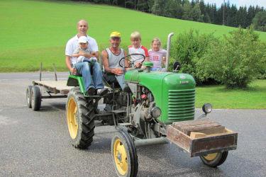 Traktorfahrt mit unserem Oldie