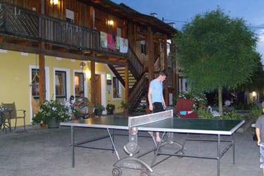 Tischtennismatch am Abend