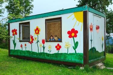 Spielhaus und Werkstatt für die Kleinen