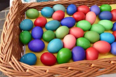 Eier färben zu Ostern
