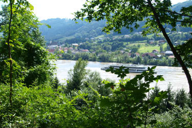 Auf einer Wanderung zur Donau