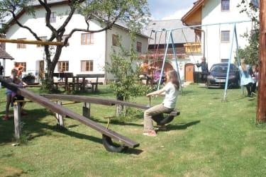 Spielplatz mit Schaukeln