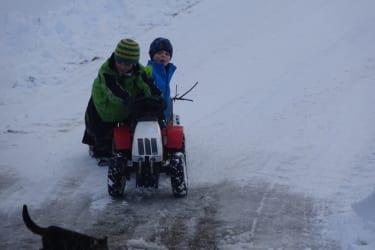 Sich am Schafflhof im Schnee austoben ist super