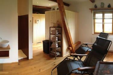 Ruheraum mit Sauna und Infrarotkabine