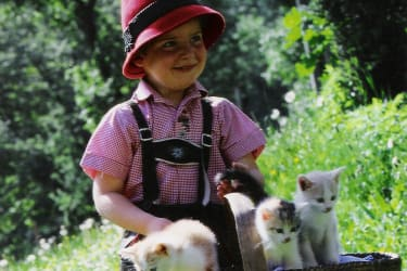 Thomas mit Kätzchen