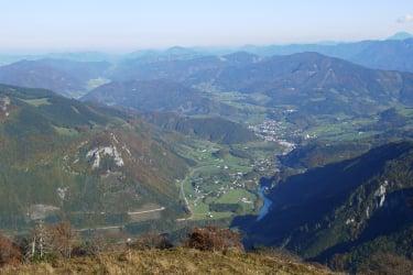 Weyer liegt im malerischen Ennstal und lädt mit seinen Bergen zum Wandern ein.