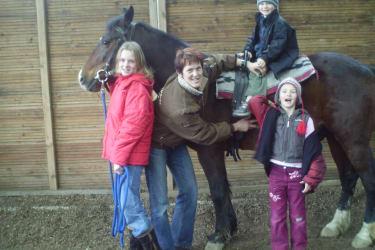 Kinder am Pferd