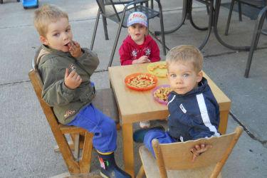 Kinder fühlen sich am Bauernhof Stöllner wohl