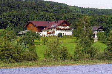 Bauernhaus und Gästehaus -