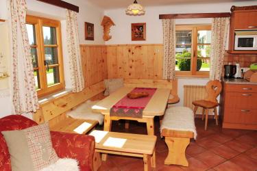 Essecke im Ferienhaus aus Zirbenholz