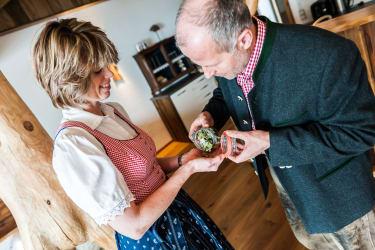 Kräuterpädagogin Petra Kronreif aus Abtenau