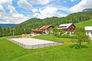 Bauernhof mit Reitplatz