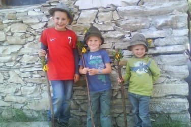 Kinder beim Almabtrieb