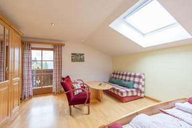 Biohof Maurachgut - Appartement Talblick - Schlafzimmer mit Balkon
