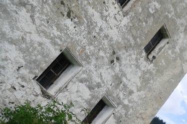 Alte Mauern gehören zum Thurnhof