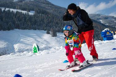 Skikindergarten Winter Familie Bauernhof