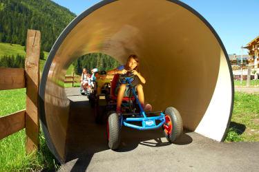 Go-Kartbahn mit Tunnel