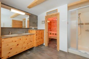 Ferienhaus Zirbenholz Badezimmer mit Sauna