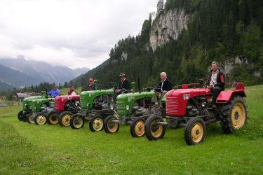 Oltimertraktoren in der Bauernherbstzeit