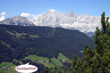 Eschbachhof mit Dachstein