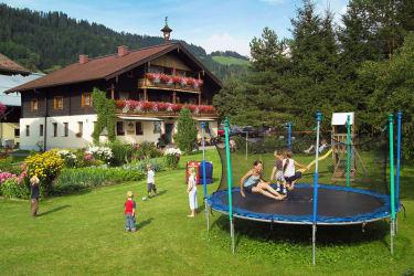 Spielplatz mit Trampolin