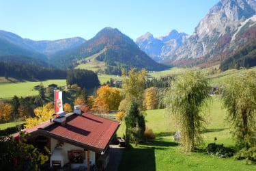 Almhütte s´Geisch´l Blickrichtung Talschluß Tennengebirge