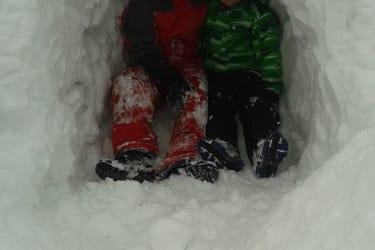 Schneehöhle am Hof