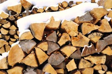 Holzvorrat für gemütliche Stunden