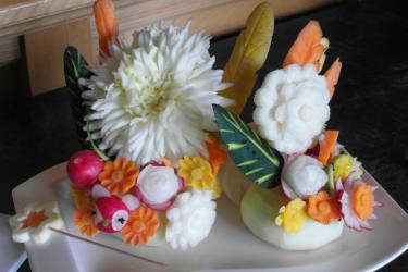 selbst geschnitzer Blumenstrauß aus Gemüse
