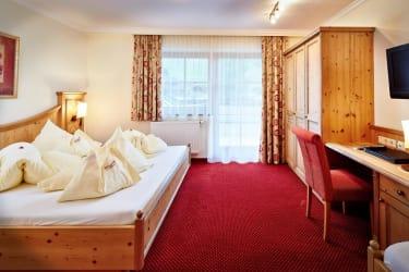 Schlafzimmer der Suite Almrose