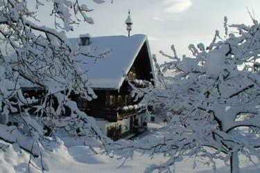 Ein Wintermorgen - da genießt jedermann das Frühstück in der warme Stube