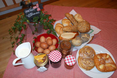 Täglich frische Milch, Eier und Gebäck