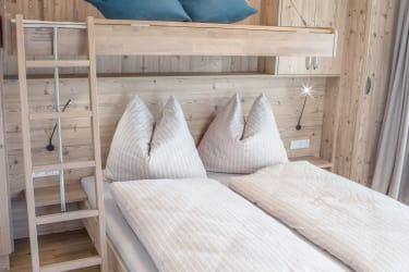 Schlafzimmer - ausklappbares Zusatzbett
