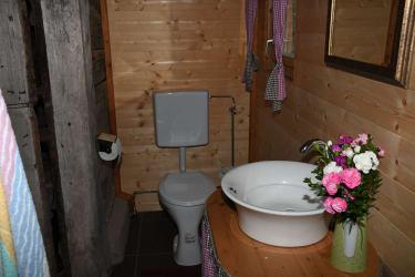 WC und Waschschüssel
