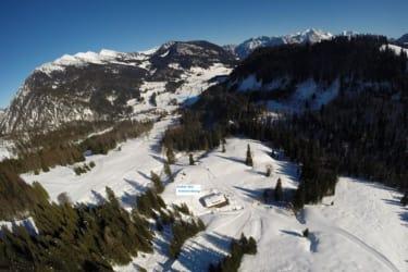Alm Luftaufnahme Winter